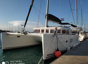 Rent a catamaran in Trogir (ACI marina) - Lagoon 400 - 4 + 2 cab.