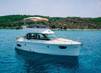 Rent a motorboat in Punat - Bavaria E40 Fly