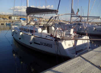 Rent a sailboat in Salerno - Sun Odyssey 379