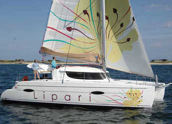 Rent a catamaran in Marina di Cannigione - Lipari 41 (4Cab)