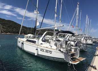 Rent a sailboat in Marina Cala di Medici - Oceanis 35.1