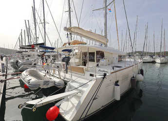 Rent a catamaran in Veruda - Lagoon 400 - 4 + 2 cab.
