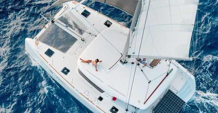 Rent a catamaran in Muelle de la lonja - Lagoon 39