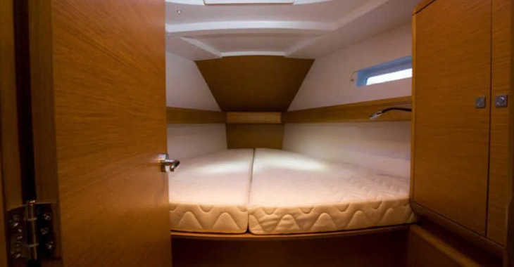 Rent a sailboat in Marina de Dénia - Jeanneau Sun Odyssey 44.9