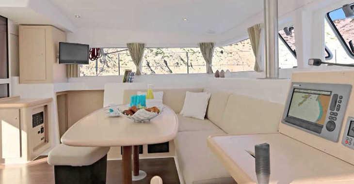 Rent a catamaran in Marina el Portet de Denia - Lagoon 400