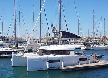 Rent a catamaran in Marina Porto Antico - Lagoon 40