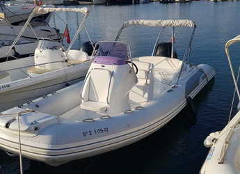Rent a dinghy in Port Mahon - Grand Golden Line 650 GLF (Only Day Charter)