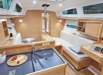 Chartern Sie segelboot in Marina di Procida - Sun Odyssey 319