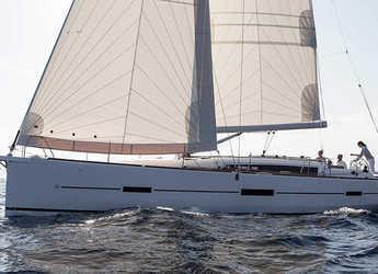Rent a sailboat in Marina di Portorosa - Dufour 460