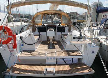 Rent a sailboat in Marina di Villa Igiea - Dufour 382