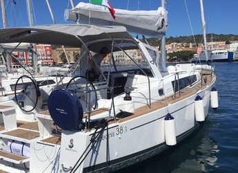 Rent a sailboat in Cagliari - Oceanis 38