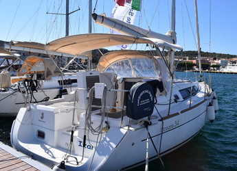 Rent a sailboat in Carloforte - Oceanis 34