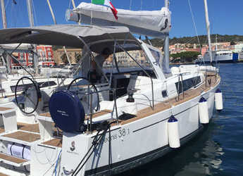 Rent a sailboat in Carloforte - Oceanis 38