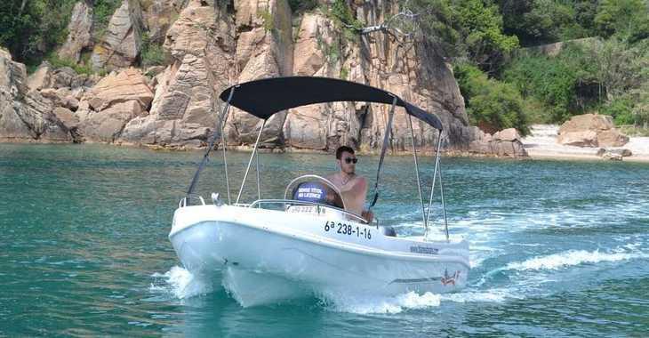 Rent a motorboat in Puerto de blanes - Voraz 450 ( Sin Licencia )