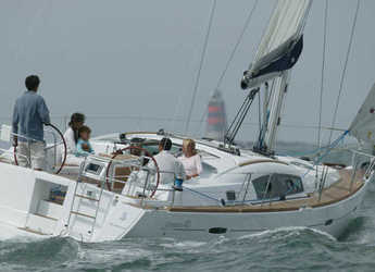 Rent a sailboat in Lavrion - Oceanis 40
