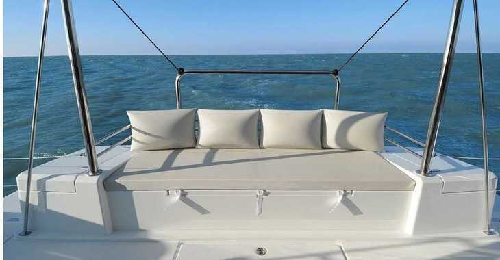 Rent a catamaran in Harbour View Marina - Bali 4.1 - 3 + 1 cab.