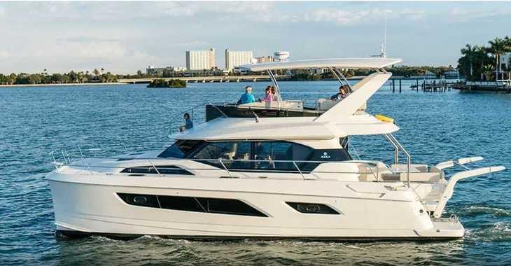 Rent a power catamaran  in Marina Le Marin - Aquila 44 - 4 + 1 cab.