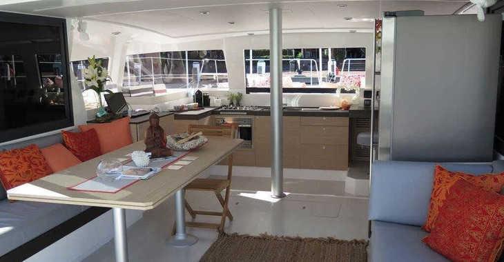 Rent a catamaran in Marina Le Marin - Bali 4.3 - 4 + 2 cab.