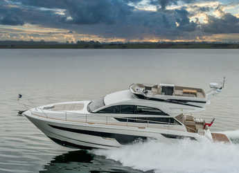 Rent a motorboat in Marina Baotić - Fairline Squadron 50