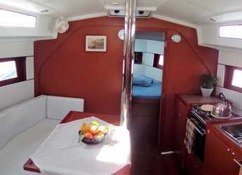 Rent a sailboat in Marina di Portorosa - Oceanis 38