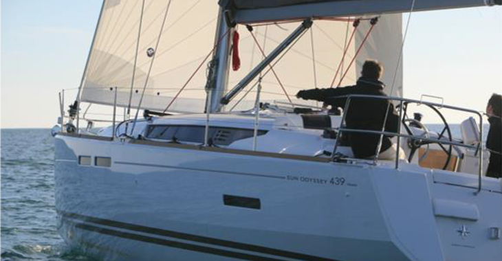 Alquilar velero Jeaneau Sun Odissey 439 en Marina Real Juan Carlos I, Valencia