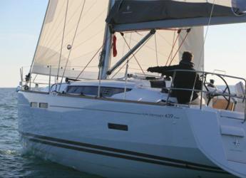 Chartern Sie segelboot Jeaneau Sun Odissey 439 in Marina Real Juan Carlos I, Valencia