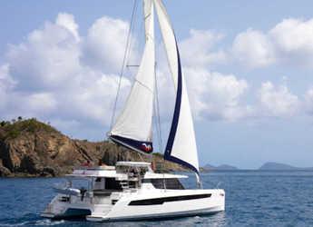 Rent a catamaran in Paradise harbour club marina - Moorings 5000 (Exclusive)