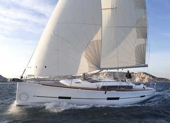 Rent a sailboat in Fethiye - Dufour 425