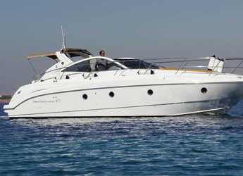 Chartern Sie yacht in Alimos Marina Kalamaki - Monte Carlo 37 Open