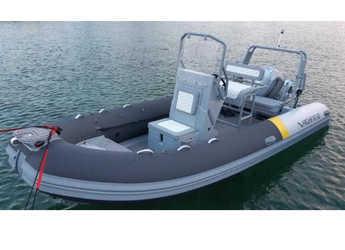 Rent a motorboat in Marine Pirovac - Highfield OM 540