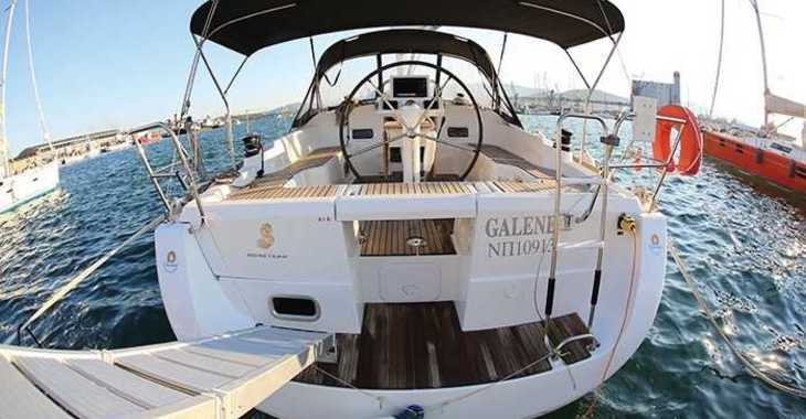 Rent a sailboat in Loutraki Harbour - Oceanis 37