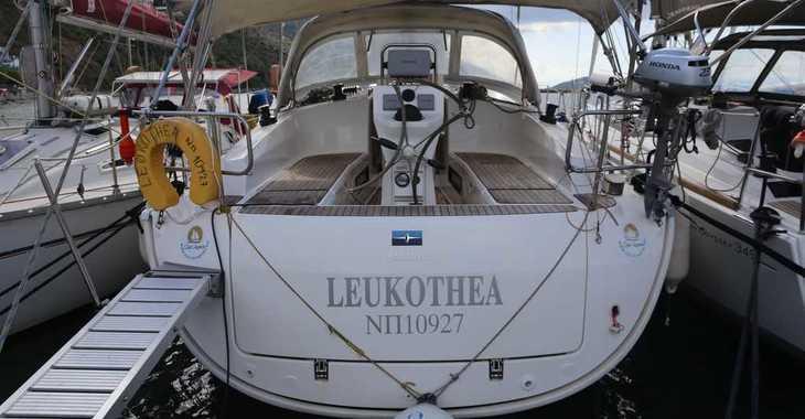 Rent a sailboat in Loutraki Harbour - Bavaria Cruiser 36