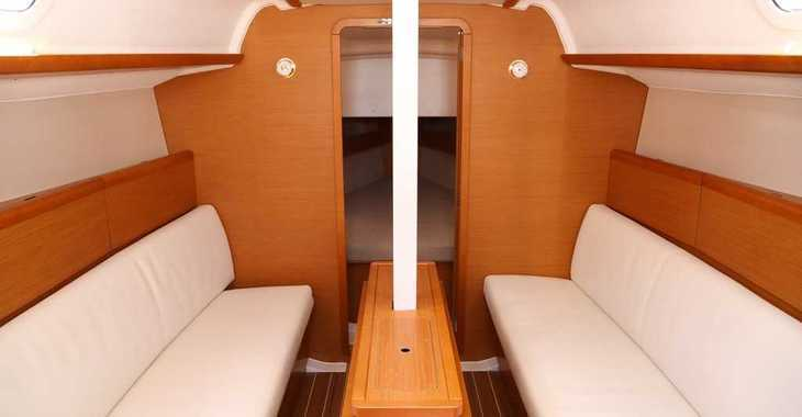Rent a sailboat in Loutraki Harbour - Sun Odyssey 33i