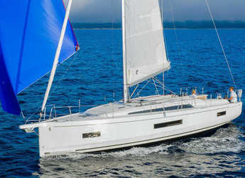 Rent a sailboat in Port Lavrion - Oceanis 40.1