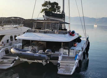 Rent a catamaran in Marina Zeas - Lagoon 620