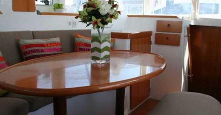 Rent a catamaran in Playa Talamanca - Lagoon 380 S2