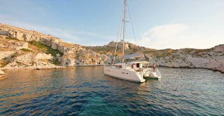 Rent a catamaran in Playa Talamanca - Lagoon 400