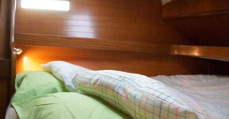 Rent a sailboat in Santa Ponsa - Beneteau Oceanis 390