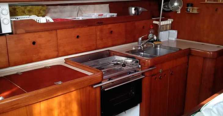 Rent a sailboat in Real club Nautico Denia - Beneteau Oceanis 440