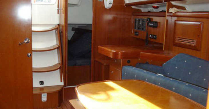 Rent a sailboat Oceanis 393 in Port Mahon, Mahon