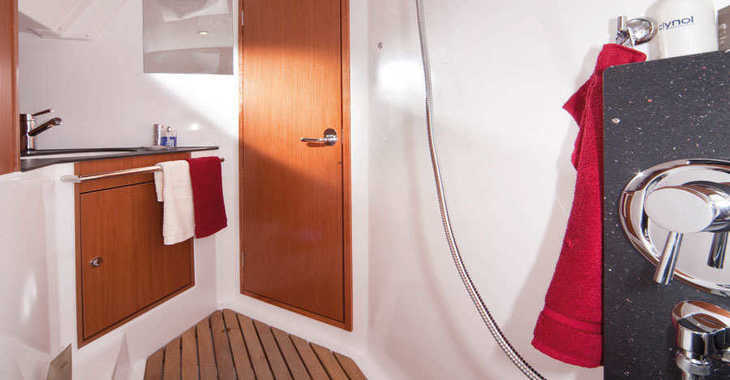 Rent a sailboat Bavaria 32 Cruiser in Vilanova i la Geltru, Barcelona