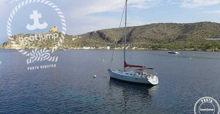 Rent a sailboat in Muelle de la lonja - Beneteau Oceanis 393