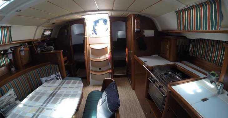 Rent a sailboat Oceanis 411 in Marina el Portet de Denia, Denia