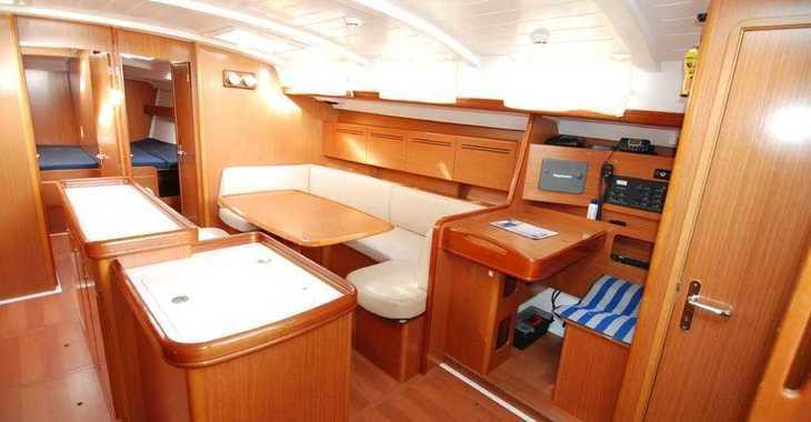 Rent a sailboat in Alimos Marina Kalamaki - Cyclades 50.5