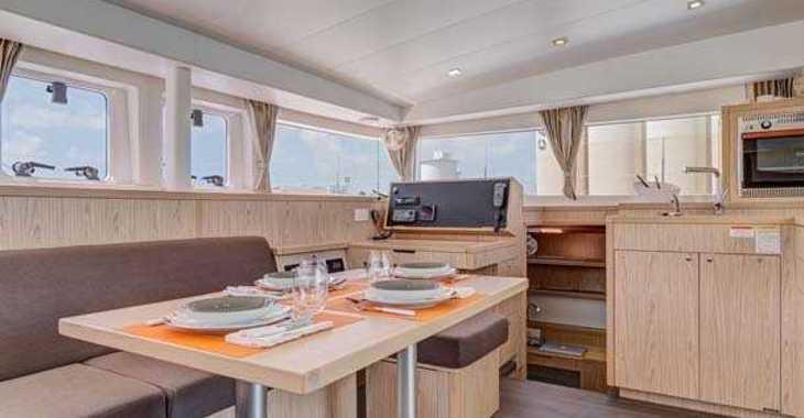 Rent a catamaran in Palm Cay Marina - Lagoon 400 S2