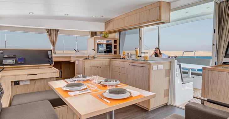 Alquilar catamarán en Jolly Harbour - Lagoon 400 S2