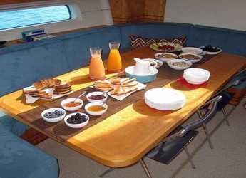 Chartern Sie segelboot CNB Bordeaux  in Marina Fort Louis, Marigot