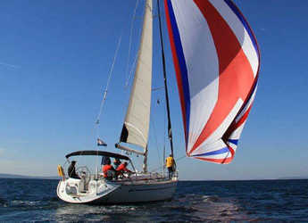 Rent a sailboat in Real Club Náutico de Valencia - Bavaria 49