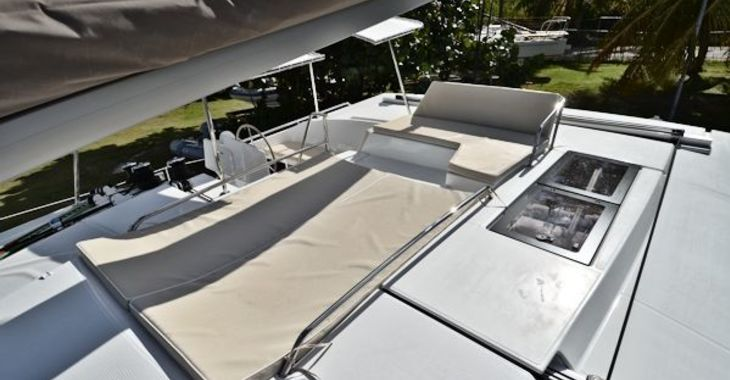 Medium helia44 ohana flybridge 600