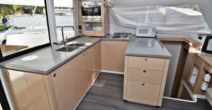 Medium helia44 ohana galley 600